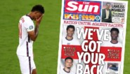 """Statement van de Engelse pers: internationals die racistisch beledigd werden groot op de voorpagina met de tekst """"Wij steunen jullie"""""""