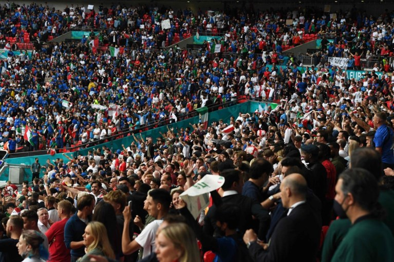 Onthutsende verhalen van de chaos bij de EK-finale: vechtpartijen, wenende kinderen en fans met ticket die niet binnen mochten