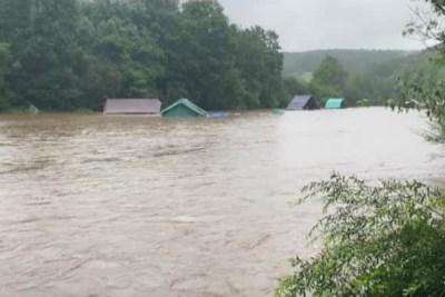 """OVERZICHT. Al zeker 50 jeugdkampen geëvacueerd: """"Het water stroomde door de tenten"""""""
