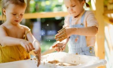 De truc met de spons en het penseel: hou je kinderen koel met deze waterspelletjes