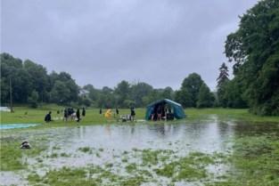 Gidsen Sint Jan en scouts keren vervoegd van kamp terug