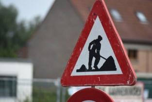 Versleten asfaltwegen worden aangepakt