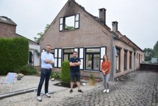 """Buren starten crowdfunding voor echtpaar dat alles verloor na blikseminslag: """"We willen Raf en Marleen een nieuwe start geven"""""""
