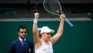 Nummer één van de wereld Ashleigh Barty wint Wimbledon na wisselvallige finale en maakt kinderdroom waar
