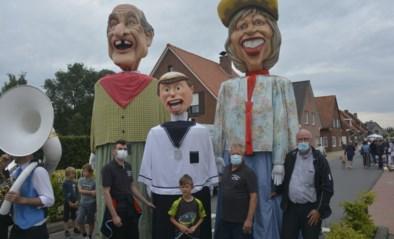 Reuzenfamilie steelt de show tijdens wijkfeest