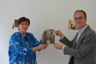 Huis De Leeuw exposeert foto's van Raveel door de jaren heen