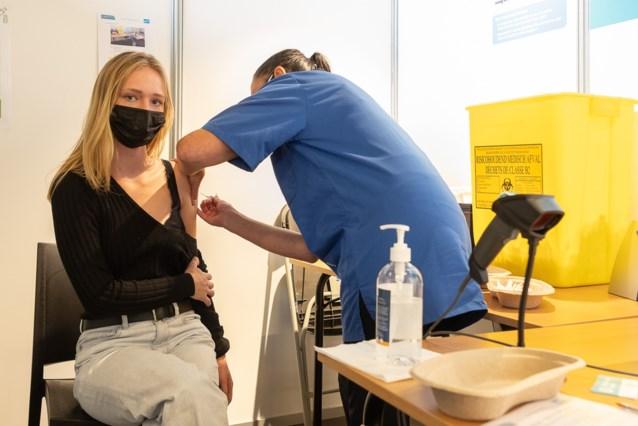 """12- tot 15-jarigen mogen straks om vaccin in Gent: """"We hebben extra vaccins gekregen"""""""