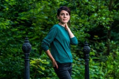 """VRT-journaliste Fatma Taspinar (38): """"Ik heb dit jaar een goede vriend verloren, maar aan rouwen ben ik nog niet eens toegekomen"""""""