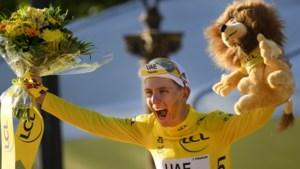 """Tadej Pogacar na tweede opeenvolgende eindzege in de Tour: """"Ik kan niet uitdrukken hoe ik me voel en hoe gelukkig ik ben"""""""