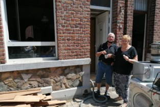 """Vlaams gezin springt in de bres voor familie in Angleur: """"Het water stond hier 1,3 meter hoog"""