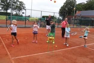 Minder goed weer kan enthousiasme op tenniskamp niet temperen