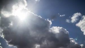 Zon steekt zich weg achter de wolken (maar het blijft bij wat gedruppel)