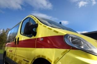 87-jarige bestuurder lichtgewond bij botsing