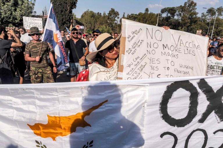 Protest tegen coronamaatregelen in Cyprus, televisiezender aangevallen