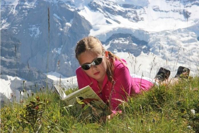 Bib lanceert na tien jaar opnieuw fotowedstrijd: op welk vakantieplekje verslind jij je favoriete boek?