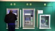 Akkoord over universele bankdienst voor wie niet digitaal bankiert, maar de prijs roept vragen op