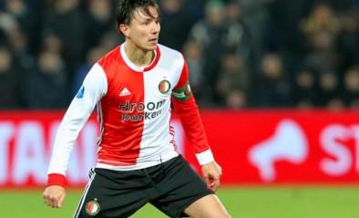 """Feyenoord neemt afstand van """"walgelijk spandoek"""" gericht aan Steven Berghuis met ook vermoorde Peter R. De Vries op"""