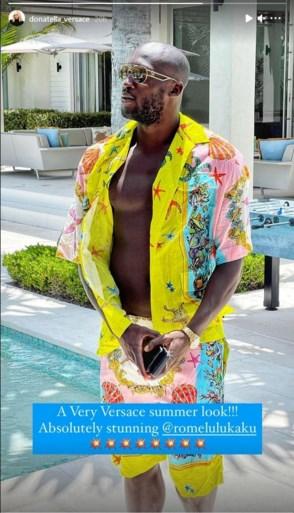 Modeontwerpster Donatella Versace vol lof over uitbundige outfit Lukaku