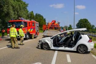33-jarige Beringenaar zwaargewond door brandweer uit auto bevrijd