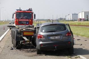 Bestuurder op slag dood na klap tegen geparkeerde trailer