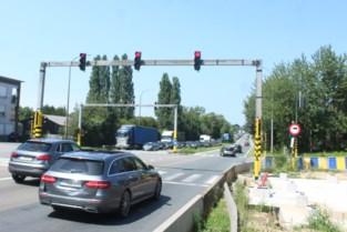 Plaatsing voetgangersbrug boven A8 opgeschoven naar september