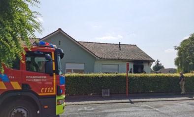 """Brandweerman gaat zware brand bij buur te lijf in afwachting van collega's: """"Eerste aanval met tuinslang"""""""