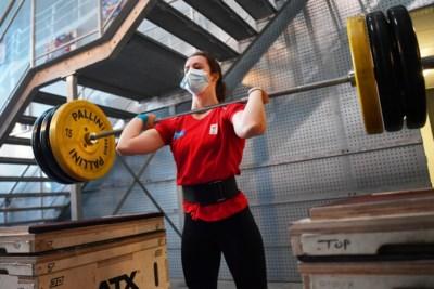 """Gewichthefster Nina Sterckx (19) tilt vlot twee keer haar eigen gewicht, maar: """"Negen op de tien keer verlies ik bij het armworstelen"""""""