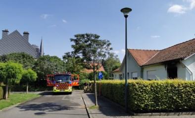 """Brandweerman gaat zware brand bij buur te lijf in afwachting van komst collega's: """"Eerste aanval met tuinslang"""""""