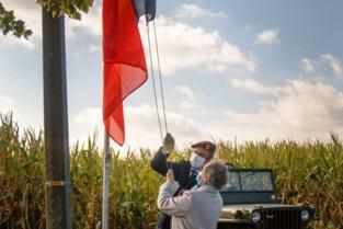 Vlaggenmast aan oorlogsmonument gestolen