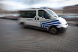 Gedrogeerde bestuurder rijdt politiecombi aan