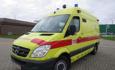 Fietser naar ziekenhuis na botsing met motorfiets