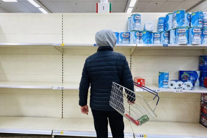 Corona-app leidt tot chaos: 600.000 Britten moeten plots thuisblijven en winkelrekken raken leeg