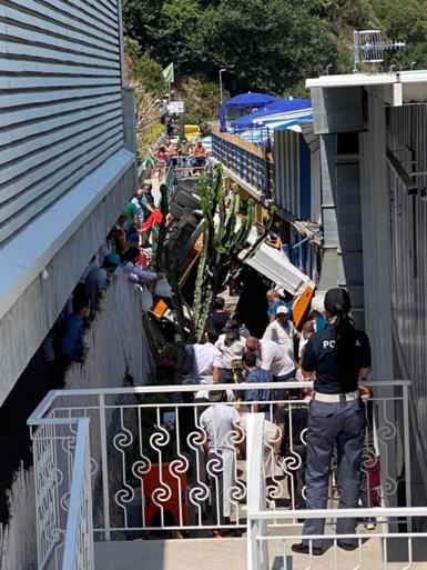 Incidente minibus in Italia: un morto e 28 feriti