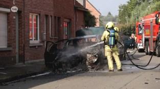 Pas gekochte Mercedes brandt volledig uit