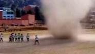 Voetbalwedstrijd onderbroken door opvallend natuurverschijnsel