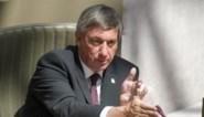 Vlaams minister-president Jan Jambon geeft elke minister vier boeken vakantielectuur mee