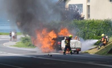 Belgisch gezin kan op het nippertje uit brandende auto ontsnappen