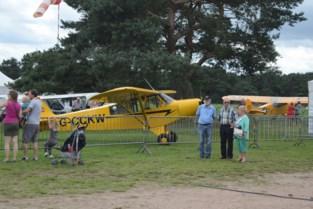 Vliegtuigen en oldtimers verzamelen op Fly-In Keiheuvel