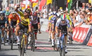 """Dylan Groenewegen pakt tweede ritzege in Ronde van Wallonië na sterke sprint: """"Nog niet 100%, maar op de goede weg"""""""