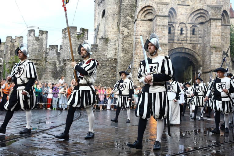 Corona of niet, fiere Gentenaars herdenken vandaag de vernedering van 500 jaar geleden
