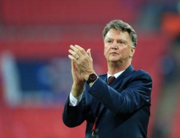 """Ook Louis van Gaal negeert als """"nieuwe hoeder van het Nederlandse voetbal"""" de Hollandse School en kiest voor 5-3-2"""
