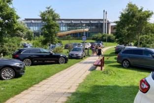 """Ongeziene verkeerschaos in badstad veroorzaakt massale verontwaardiging bij inwoners: """"Beste bewijs dat randparkings toekomst zijn"""""""