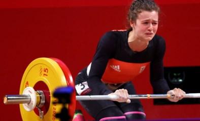Gewichthefster Nina Sterckx wordt knap vijfde, maar kan tranen niet bedwingen