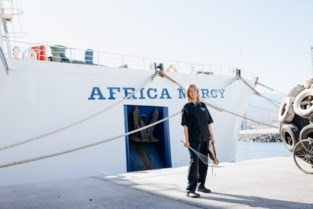"""Genkse op ziekenhuisschip Africa Mercy: """"Hele emotie als blind kind plots kan zien"""""""