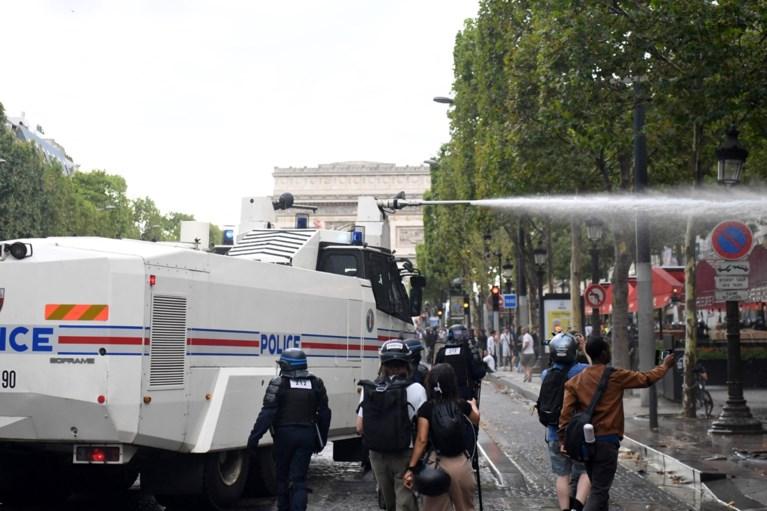 Opnieuw tienduizenden Fransen op straat tegen coronapas, politie moet ingrijpen