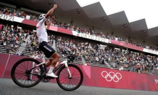 """Carapaz geniet van olympische titel: """"Heb hier heel hard voor gewerkt"""""""