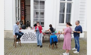 """Verloren botrams en straffe kaffé in Dada Chapel: """"Verloren feesten, maar geen verloren tradities"""""""
