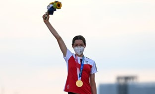 """Wie is Anna Kiesenhofer? Amateur-wielrenster met Belgische link """"die niet in peloton kan rijden"""" én een passie voor wiskunde"""