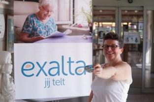 """Anneke verspreidt kleurrijke keien in de stad om aandacht te vragen voor dementie: """"Belangrijk dat mensen er leren mee omgaan"""""""