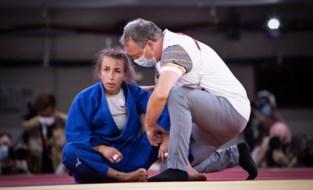 Geen tweede olympische medaille voor Charline Van Snick: judoka grijpt naast kamp om brons en wordt afgevoerd in rolstoel